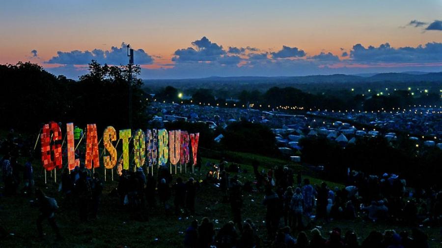 800px-Glastonbury_Festival_2011